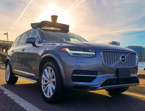 Über staakt testen met autonoom rijdende auto's na dodelijk ongeval